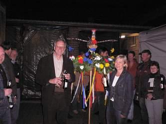 Das Noch-Königspaar 'Hubert & Christel' mit den geschmückten Vogel.