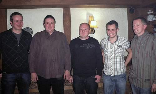 Die wieder bzw. neu gewählten Vorstandsmitglieder Matthias Lewerich, Uwe Weiß, Dirk Bönning, Tobias Peirick (v. links) auf der Generalversammlung mit dem Vorsitzenden Ulrich Koller (rechts).