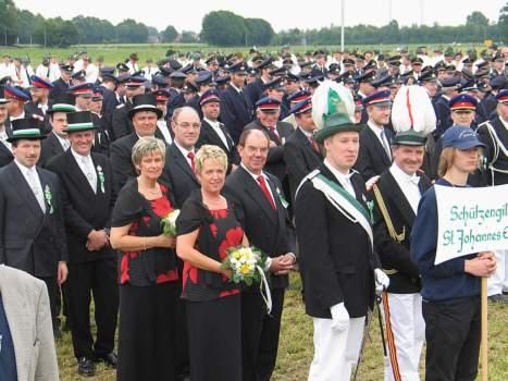 Könige weit gereist so weit das Auge reicht: Abordnungen vieler Vereine aus der Region waren auf den Exerzierplatz am Freibad gekommen, um den Harwickern zu ihrem Jubiläum zu gratulieren.
