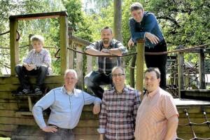 Das Orgateam freut sich auf schöne Stunden beim Harwicker Frühjahrsfest: Holger Beeke, Noah Beeke, Martin Koppers, Udo Höing, Joseph Drees, Nico Charbon. Es fehlt Udo Abel. Foto: az